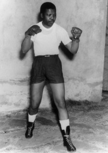 young-nelson-mandela-boxing-pose-1950